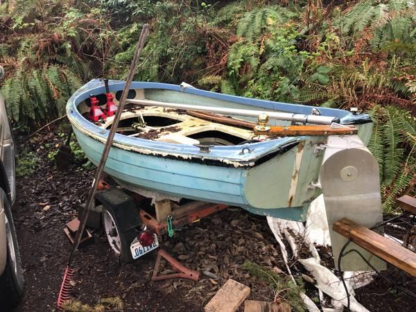 Sailing dink needs work