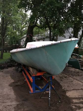17 foot Sailboat and trailer