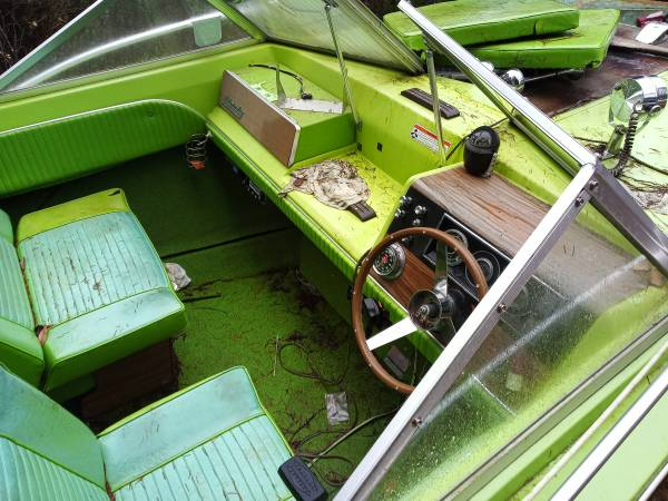 17' Bayliner admiralty 1971 cockpit
