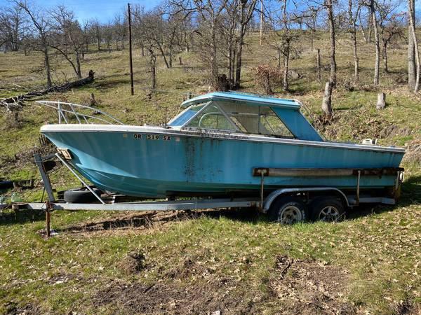 older chris craft style boat free