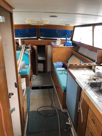 1968 Marionette 32' Yacht interior