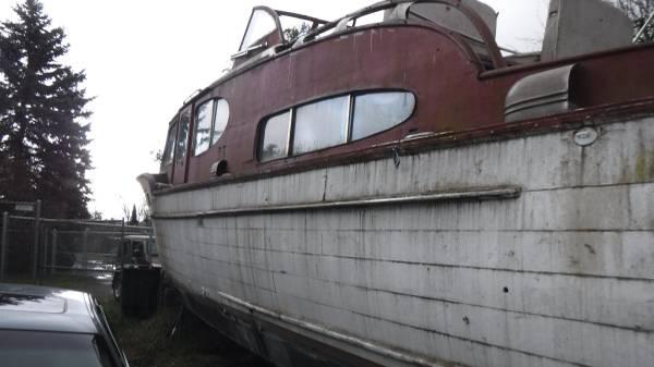Seattle Chris Craft 42 Port stern