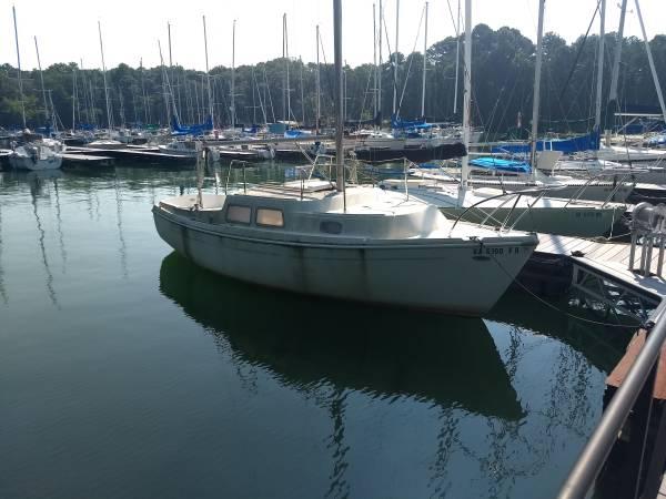 1971 Coronado 23 sailboat starbird side