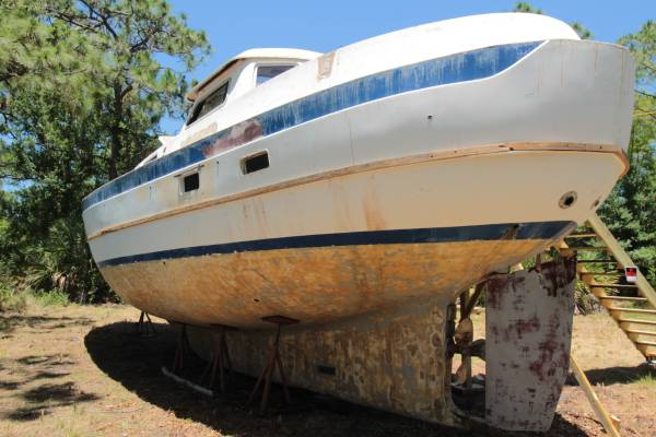 Cheoy Lee Pilothouse Stern