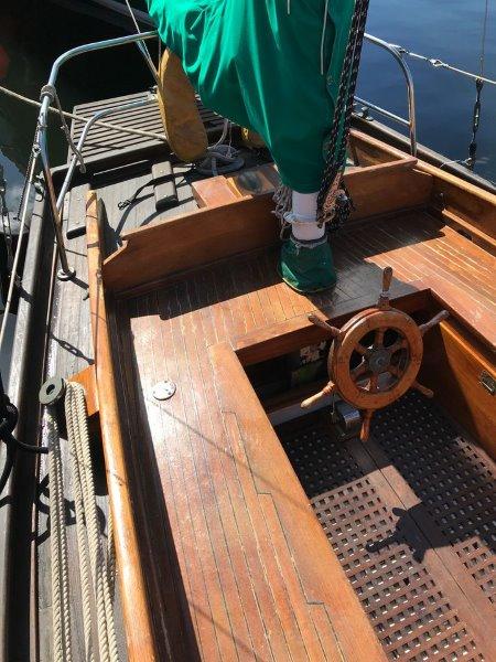 39 Bruner Cockpit teak and varnish